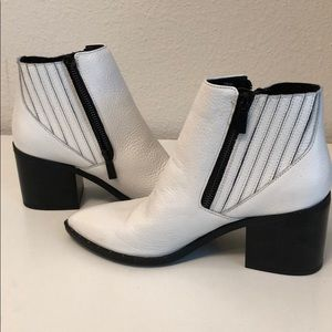 Kenneth Cole Reaction Shoes - White boots